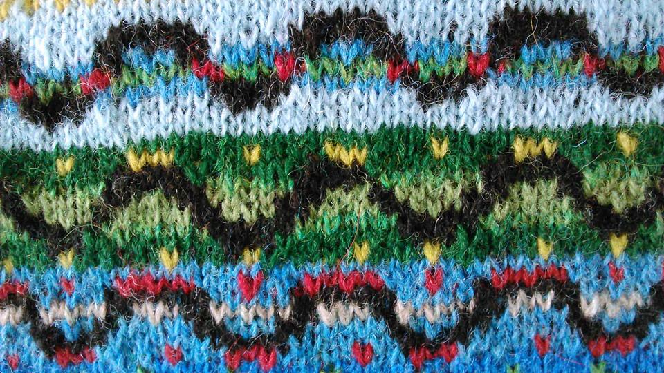 beauteous curved caterpillar shapes by julischkam