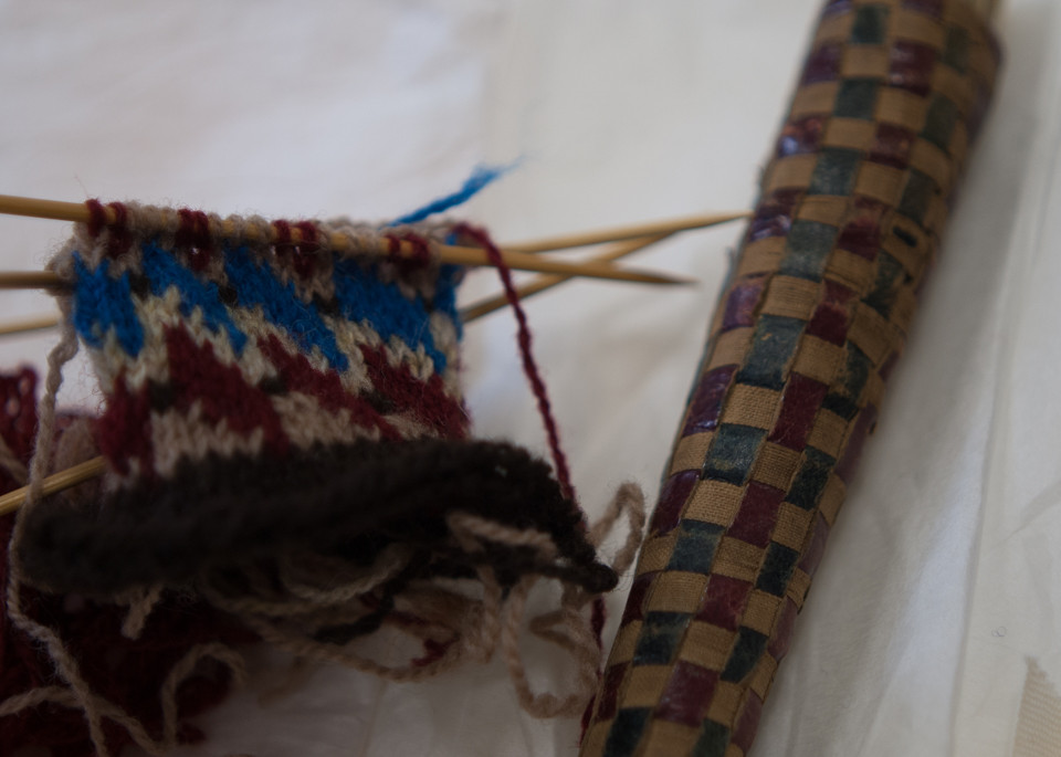 From a woven texture to a knitted one...