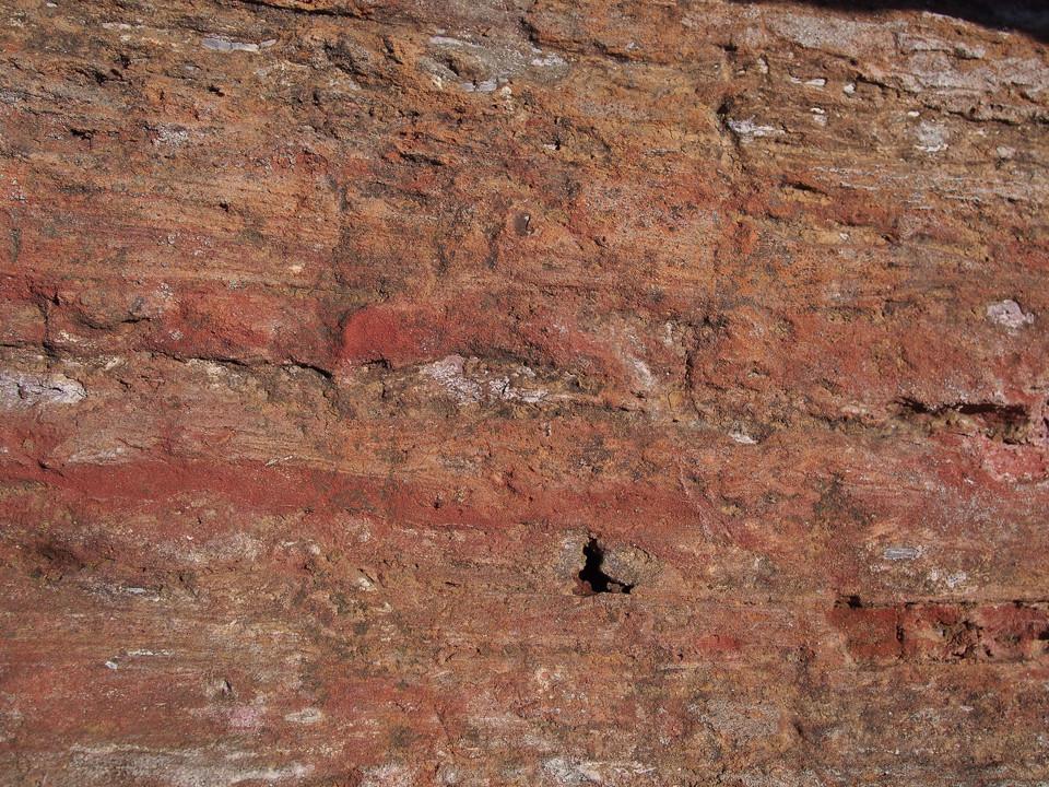 Beautiful rock faces and strata , photo © Gordon Anderson