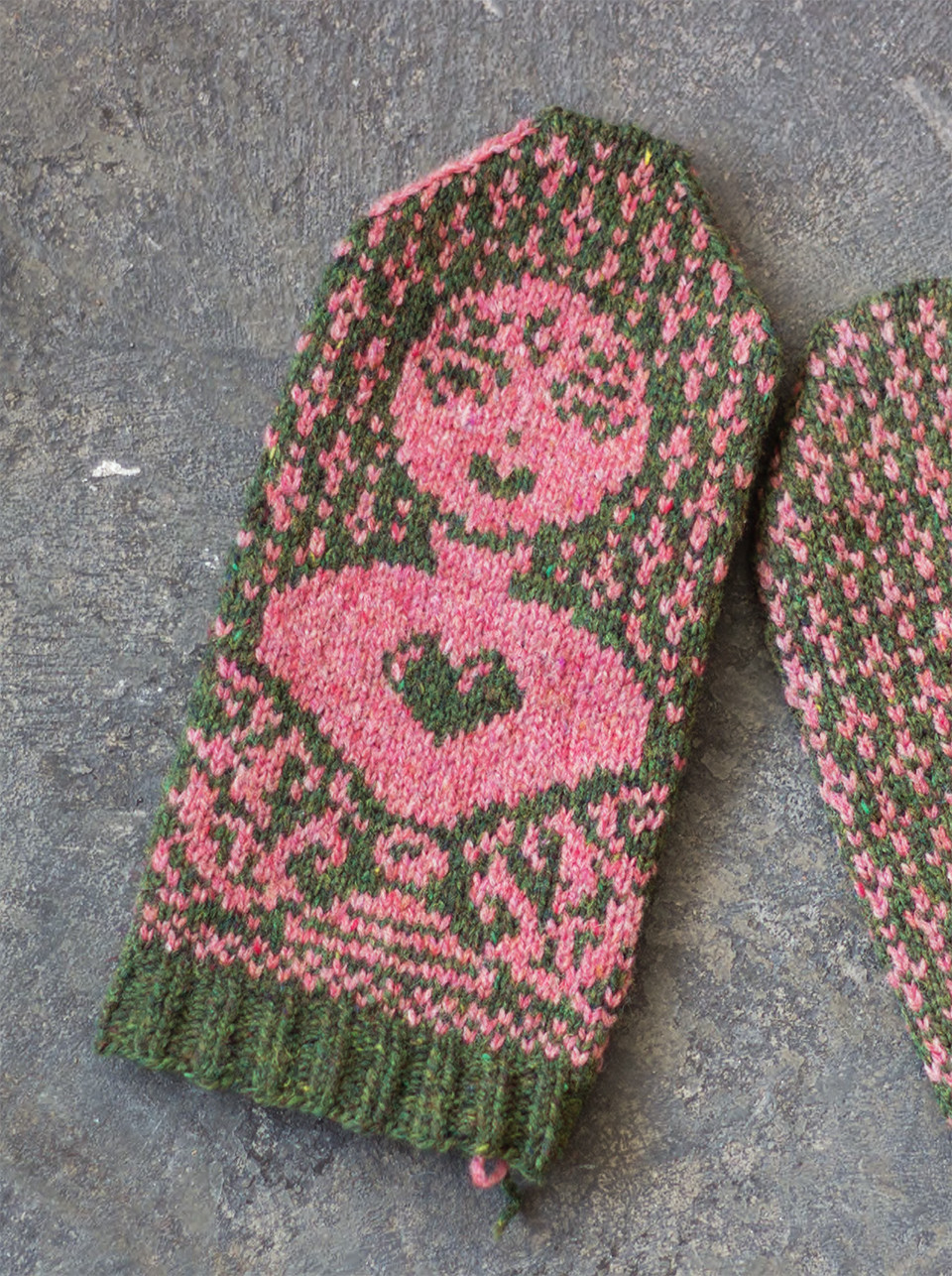 """A modern-day Venus; """"The girl with the pre-fabricated heart"""" - mittens with  contemporary symbolism"""